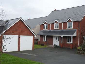 5 Bedrooms Detached House for sale in Clos Hen Dy, Caersws, Powys, SY17 5NQ