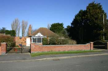 2 Bedrooms Detached Bungalow for sale in Crabtree Lane, Sutton-on-Sea