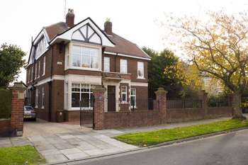5 Bedrooms Detached House for sale in 17 The Grove, Hartlepool