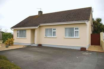 3 Bedrooms Detached Bungalow for sale in St Sampsons