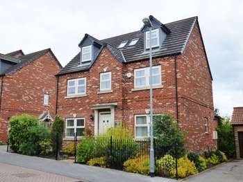 5 Bedrooms Detached House for sale in Applewood Gardens, Darrington, Pontefract