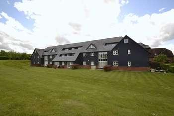 2 Bedrooms Flat for sale in Cornsland Close, Upminster