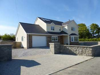 4 Bedrooms Detached House for sale in Llangristiolus