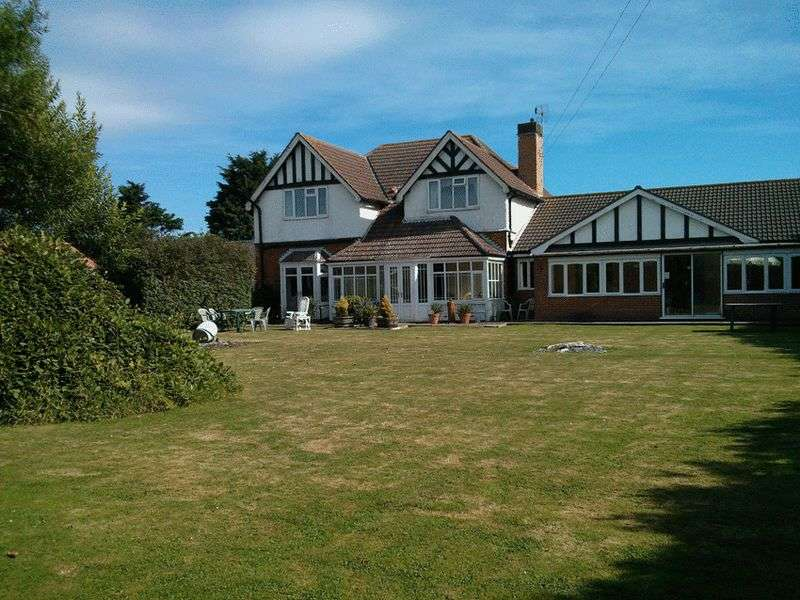 5 Bedrooms Detached House for sale in Park Road, Sutton-on-Sea