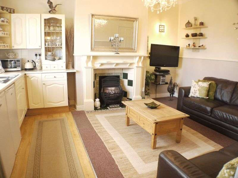 2 Bedrooms House for sale in Springfield Lane, Leeds