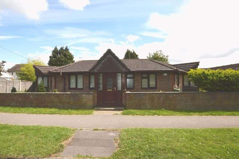 4 Bedrooms Detached Bungalow for sale in Geales Crescent, Alton, Hampshire