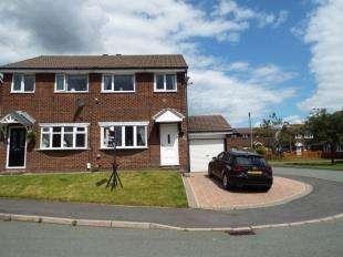 2 Bedrooms Semi Detached House for sale in Grassington Drive, Burnley, Lancashire, BB10