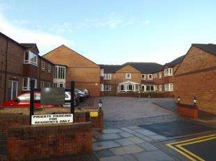 2 Bedrooms Flat for sale in Sandpiper Court, Buckden Close, Thornton-Cleveleys, Lancashire, FY5