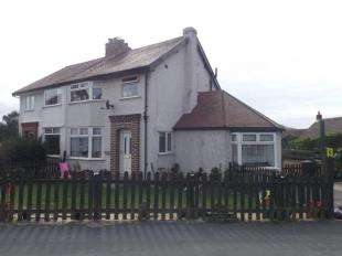 3 Bedrooms Semi Detached House for sale in Park Drive, Deganwy, Conwy, Conwy, LL31