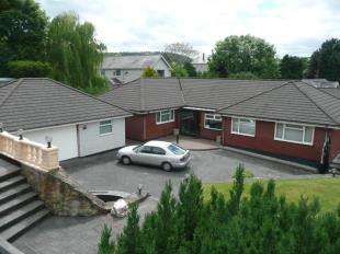 3 Bedrooms Bungalow for sale in Min Yr Afon, Ruthin, Denbighshire, LL15