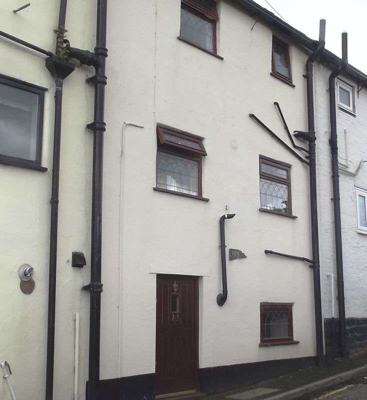 2 Bedrooms House for sale in Harwood Road, Bury