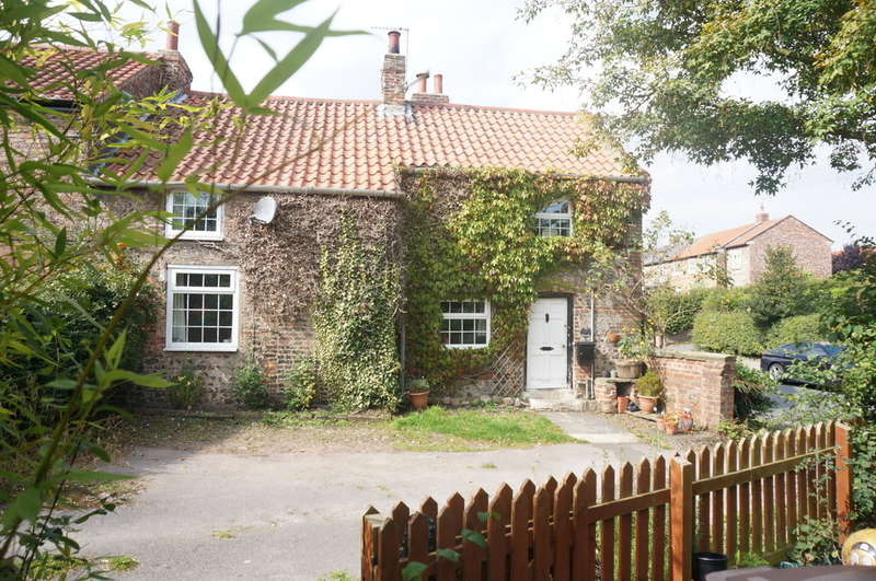 2 Bedrooms Cottage House for sale in The Cottage, Stonegate, Whixley, YO26 8AS