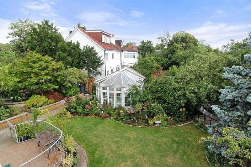 4 Bedrooms Detached House for sale in Norbury Hill, London SW16