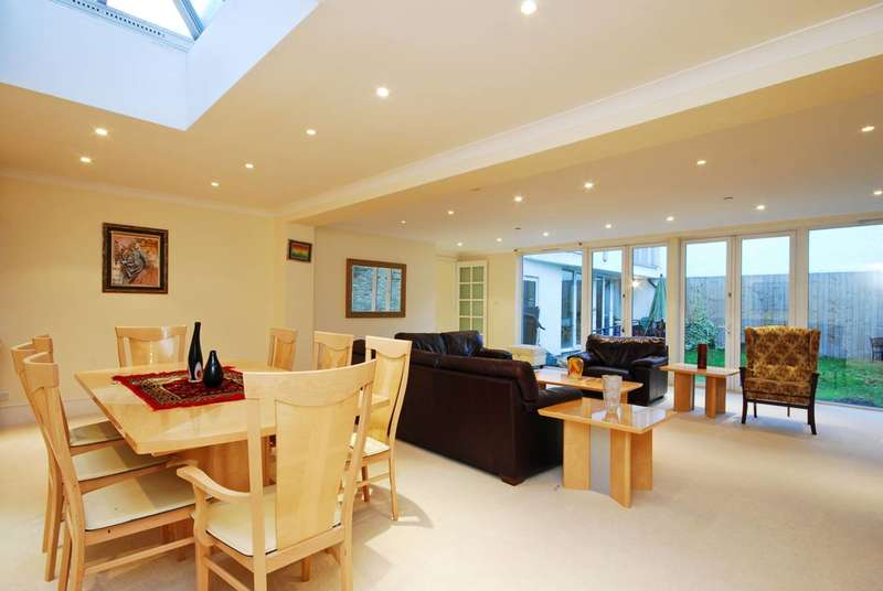 4 Bedrooms End Of Terrace House for sale in Trinity Crescent, Wandsworth Common, SW17