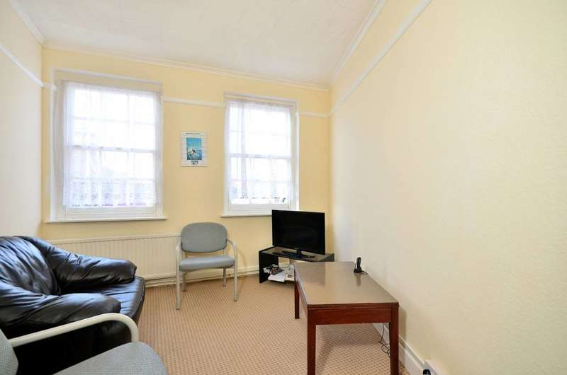 3 Bedrooms Flat for sale in Gunnersbury Lane, Acton, W3