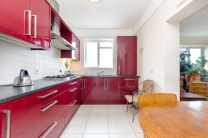 3 Bedrooms Flat for sale in Green Street, Upton Park, E13