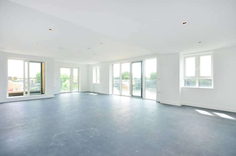 3 Bedrooms Flat for sale in Kew Bridge, Kew Bridge, TW8