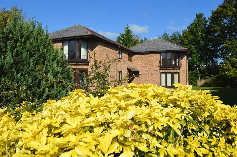 2 Bedrooms Flat for sale in Wellington Road, Taunton