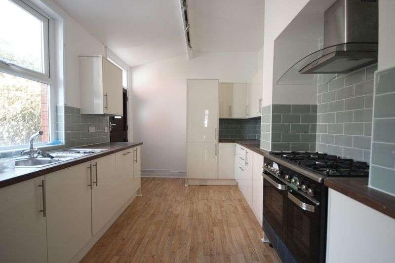8 Bedrooms Terraced House for rent in Estcourt Avenue, Headingley, Leeds