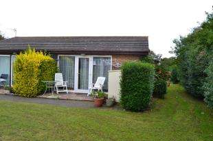 2 Bedrooms Bungalow for sale in St. Margarets-at-Cliffe, Dover, Kent