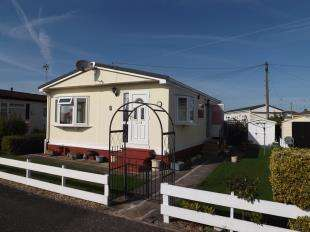 2 Bedrooms Bungalow for sale in Sunnyside Park, Sea Lane, Ingoldmells, Skegness