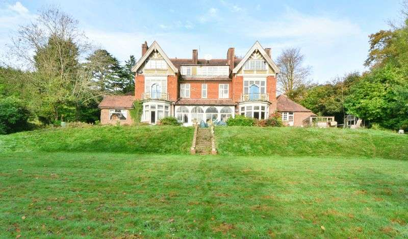 10 Bedrooms Detached House for sale in The Ridge, WOLDINGHAM, Caterham CR3 7AG