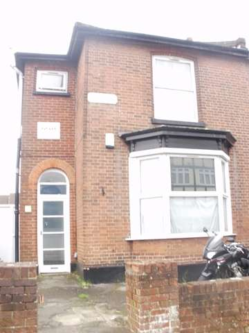 8 Bedrooms Semi Detached House for rent in Blenheim Gardens, Highfield, Southampton