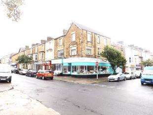 3 Bedrooms Maisonette Flat for sale in Albert Road, Morecambe, Lancashire, LA4