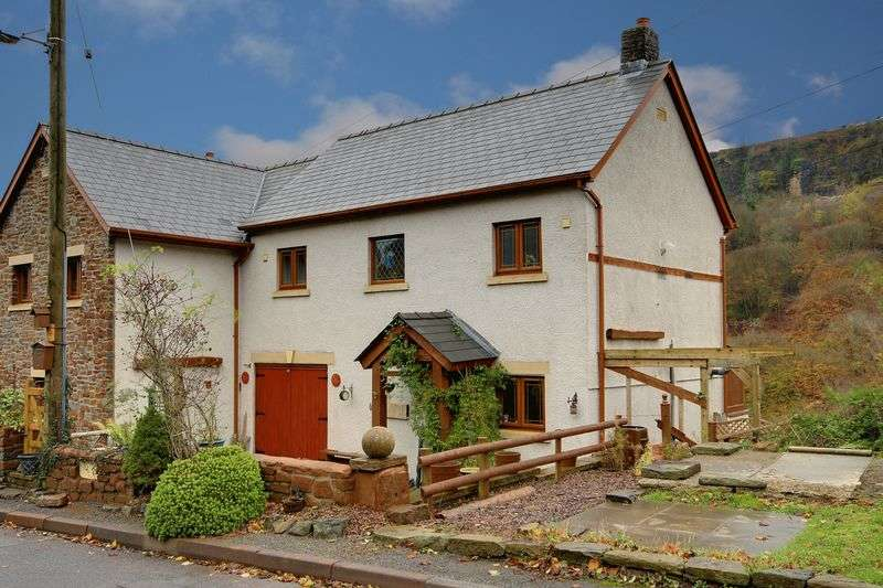 4 Bedrooms Semi Detached House for sale in Clydach, Abergavenny