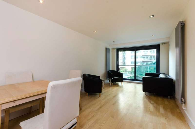 2 Bedrooms Flat for sale in Millharbour, Isle Of Dogs, E14