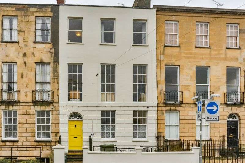4 Bedrooms Terraced House for sale in Cheltenham Town Centre
