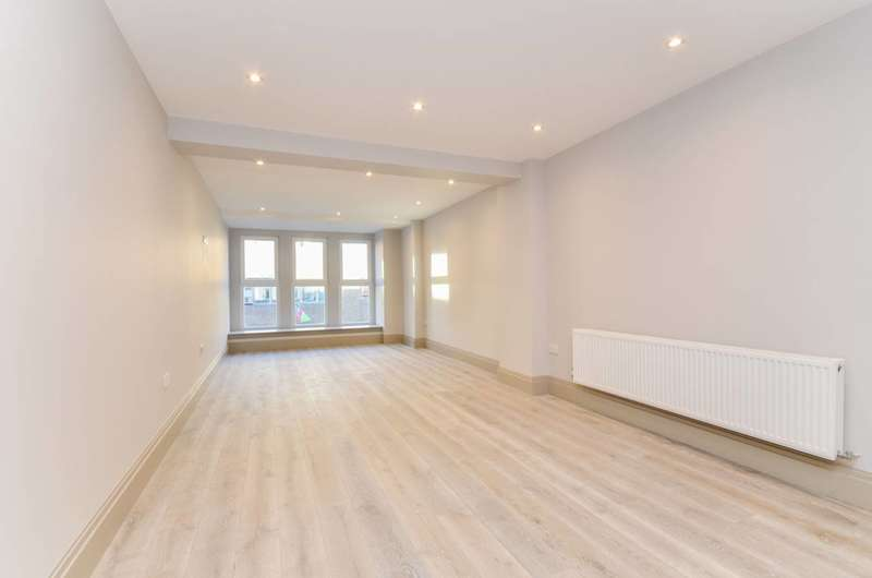 1 Bedroom Flat for sale in The Causeway, Teddington, TW11