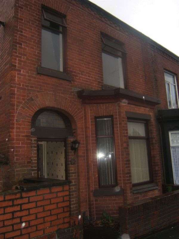 3 Bedrooms Terraced House for sale in Greenacres Road, Oldham