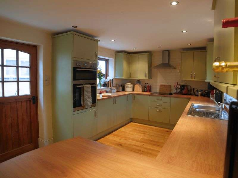 2 Bedrooms Detached House for sale in Oakfield Road, Okehampton