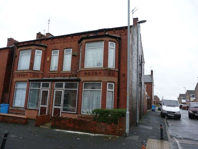 3 Bedrooms Semi Detached House for sale in Villa Road, Hathershaw