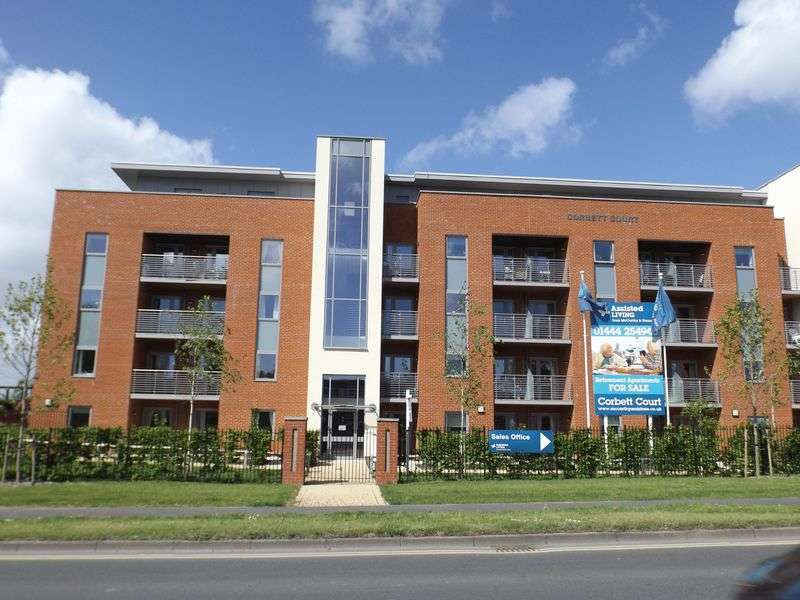 2 Bedrooms Flat for sale in Corbett Court, The Brow, Burgess Hill, West Sussex. RH15 9DD