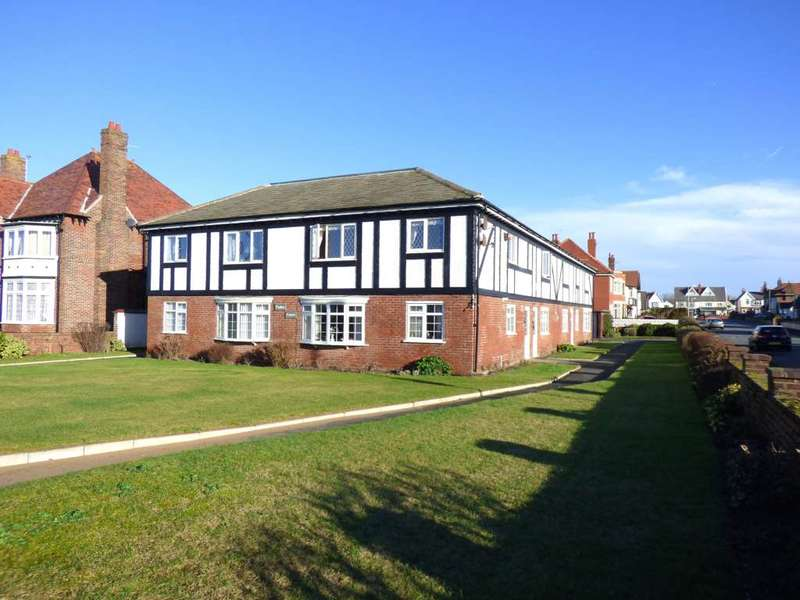 2 Bedrooms Flat for sale in Clifton Drive North, Lytham St Annes
