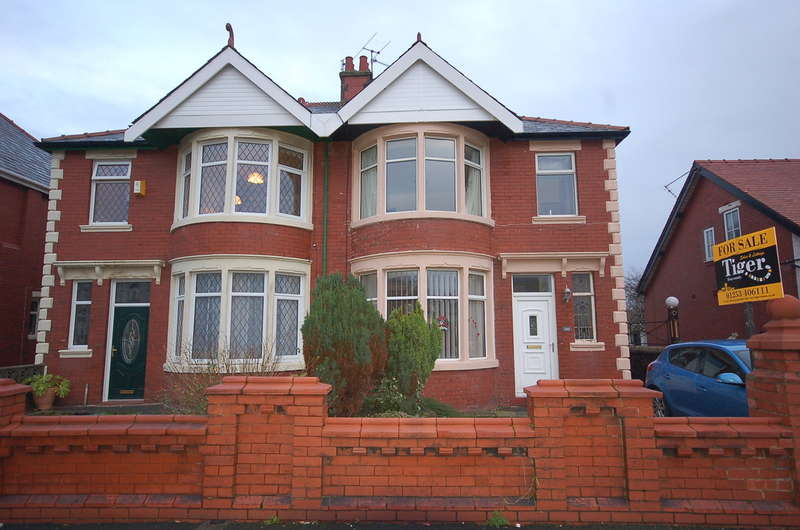 4 Bedrooms Semi Detached House for sale in Central Drive, Blackpool