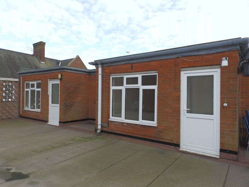 2 Bedrooms Flat for sale in High Street, Gorleston, Great Yarmouth
