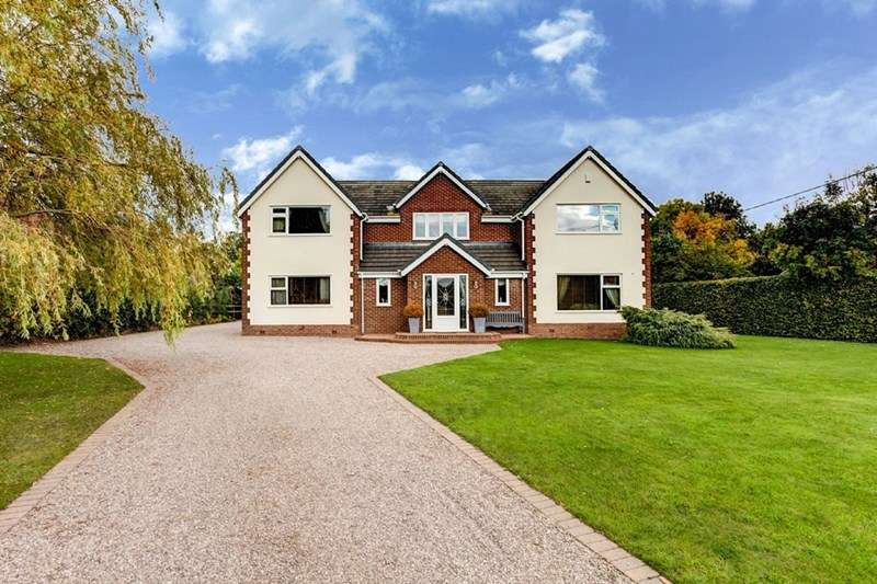 4 Bedrooms Detached House for sale in Yew Tree Lane, Moreton