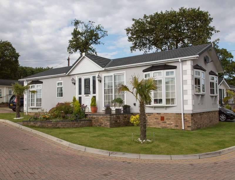 2 Bedrooms Detached Bungalow for sale in Chatsworth Gold Marlee Loch, Kinloch, Blairgowrie, PH10