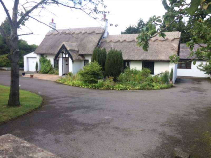 5 Bedrooms Detached House for sale in Drury Lane, Hawarden, Flintshire. CH5 3NG