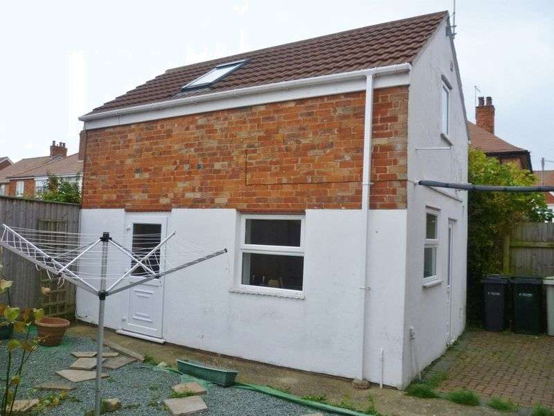 1 Bedroom Flat for sale in 2 Lawn Avenue, Skegness