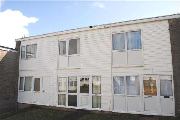 2 Bedrooms Terraced House for sale in 239 Freshwater Bay Holiday Village