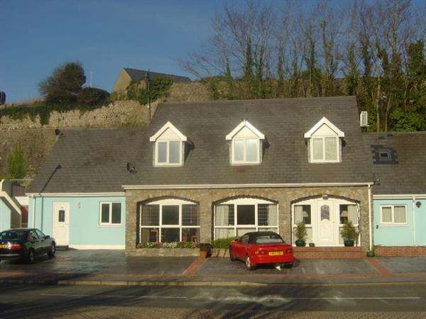 2 Bedrooms Apartment Flat for sale in The Moat House Apartments, Commons Road, Pembroke