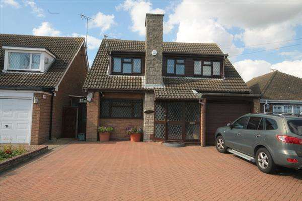 3 Bedrooms House for sale in Jaywick Lane, Clacton on Sea