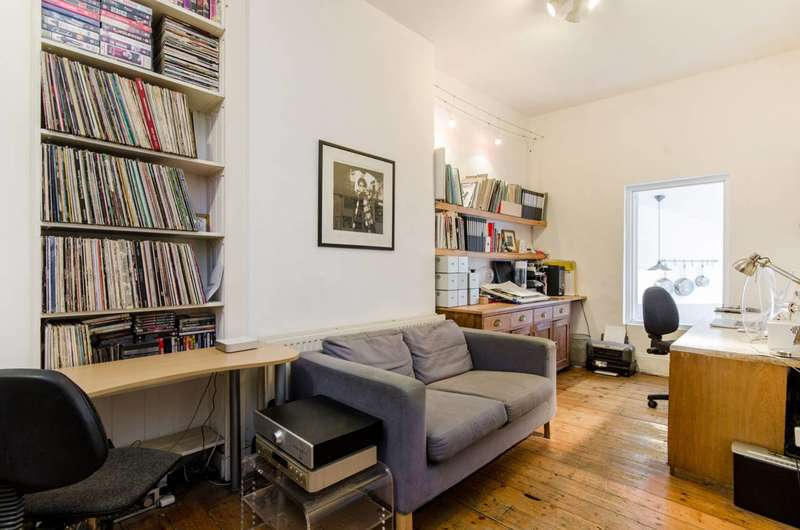 4 Bedrooms House for sale in Royal College Street, Camden, NW1