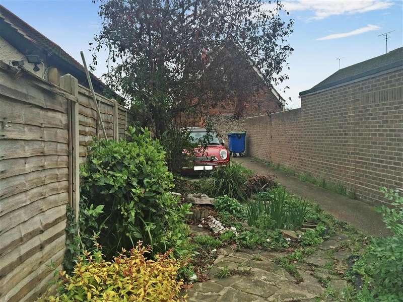 3 Bedrooms Apartment Flat for sale in Sea Lane, Rustington, West Sussex
