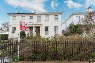 2 Bedrooms Flat for sale in Prestbury Road, Cheltenham, Gloucestershire