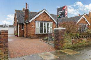 2 Bedrooms Bungalow for sale in Walmer Road, Lytham St. Annes, Lancashire, FY8